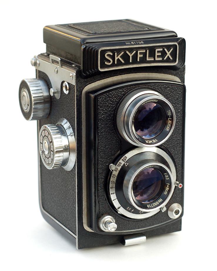 نمونه ای از دوربین دو لنز انعکاسی
